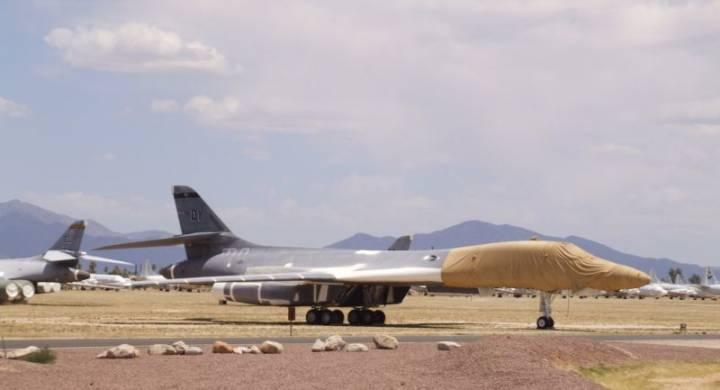 Недостратегические бомбардировщики-кастраты B-1B