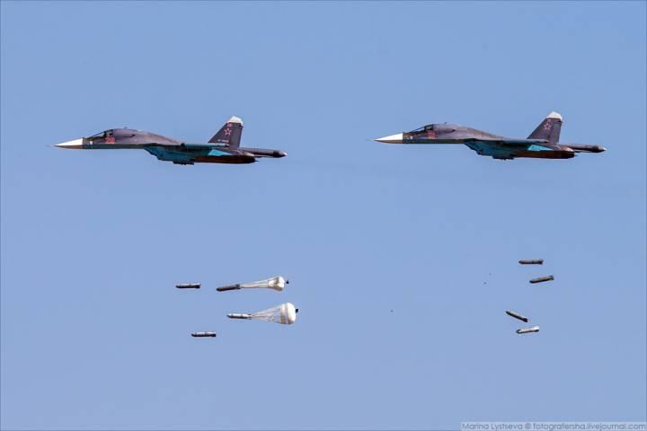 Су-34 бомбят