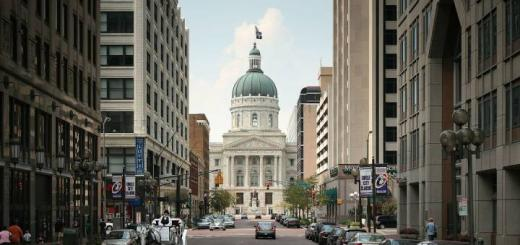 Indiana_State_Capitol_Market_St-520x245.