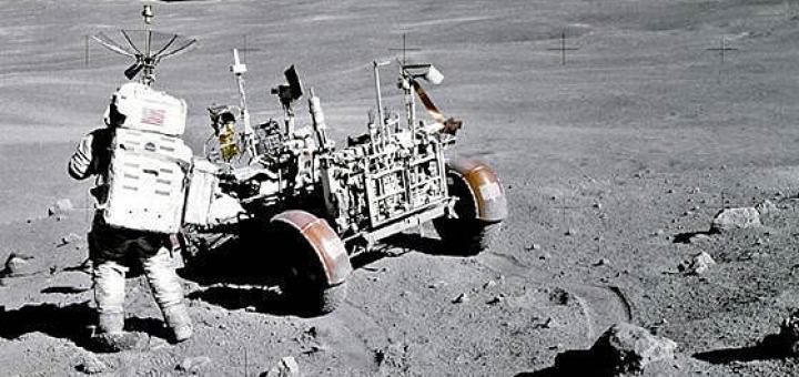 Это Голливуд, детка. Не было американцев на Луне, и быть не могло.